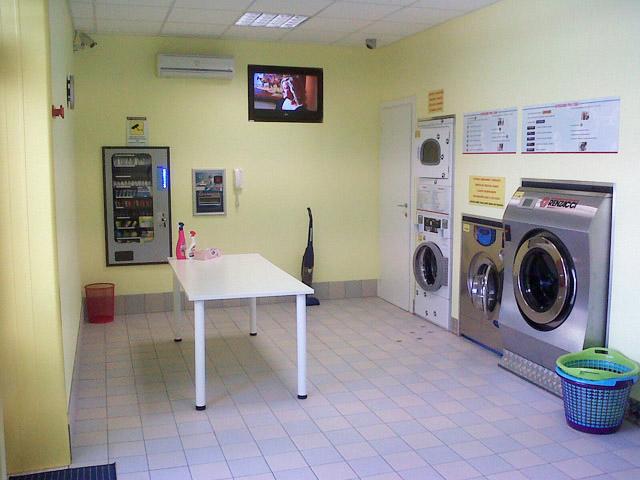 Lavanderia self service ad acqua abbasanta oristano for Lavanderia self service catania